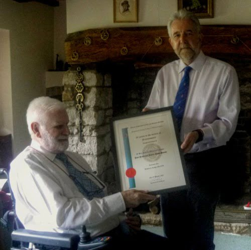 W Bro Graham Holt presenting the certificate to W Bro Donald Fraser